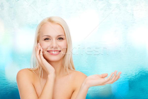 Photo stock: Femme · souriante · imaginaire · lotion · jar · santé