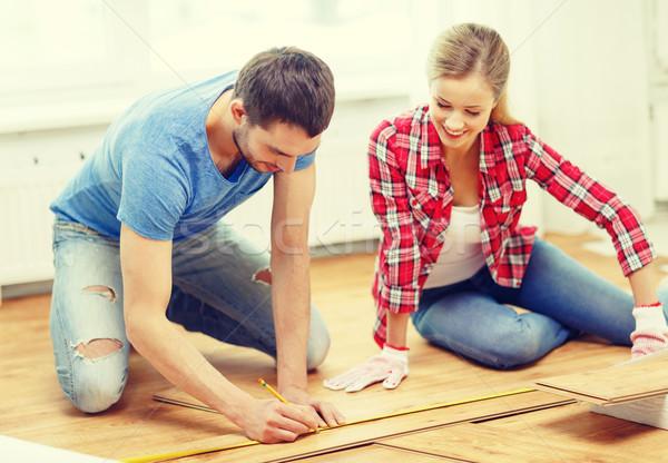 Uśmiechnięty para drewna naprawy Zdjęcia stock © dolgachov