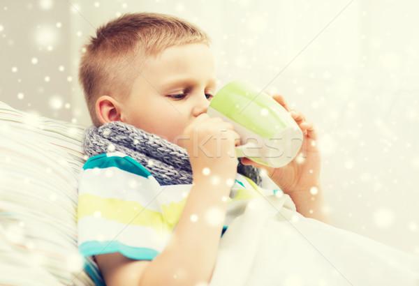 Enfermo nino gripe cama potable taza Foto stock © dolgachov