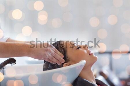 Gelukkig jonge vrouw salon haren wassen schoonheidssalon Stockfoto © dolgachov