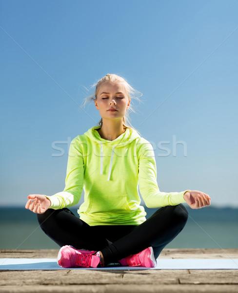 Stok fotoğraf: Kadın · yoga · açık · havada · spor · yaşam · tarzı · deniz