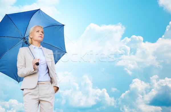 ストックフォト: 小さな · 笑みを浮かべて · 女性実業家 · 傘 · 屋外 · ビジネス