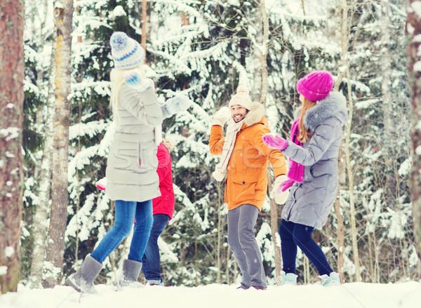 Grupo feliz amigos jogar floresta amor Foto stock © dolgachov