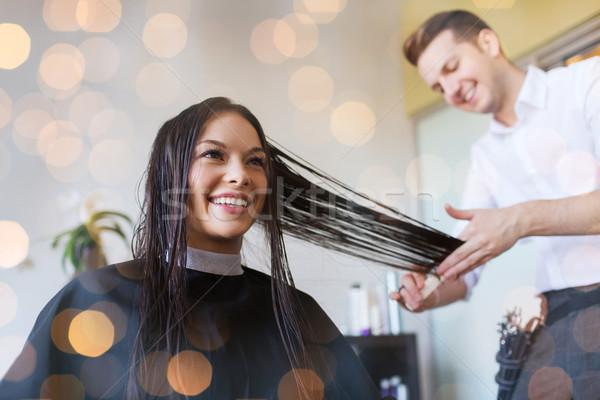 Boldog nő stylist vág fodrászat szépség Stock fotó © dolgachov