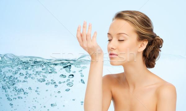 Kadın parfüm bilek el güzellik lezzet Stok fotoğraf © dolgachov