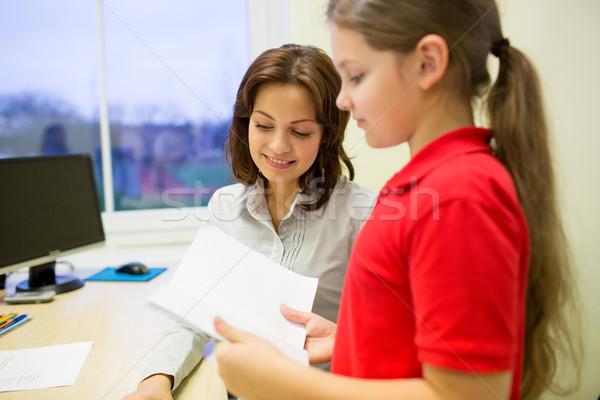 Uczennica notebooka nauczyciel klasie edukacji szkoła podstawowa Zdjęcia stock © dolgachov