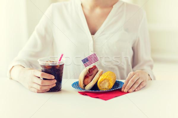 Femme manger hot dog Cola Photo stock © dolgachov