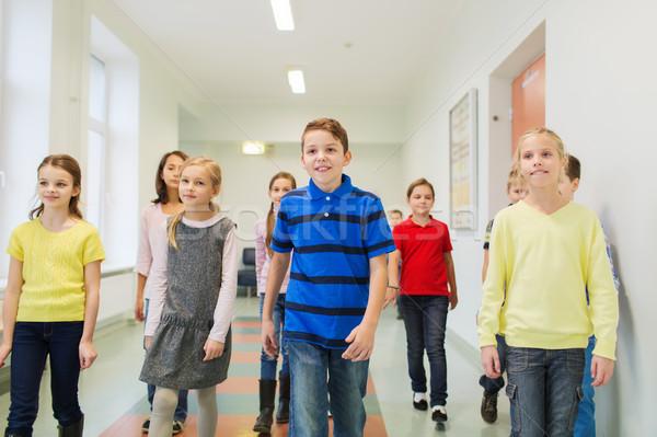 группа улыбаясь школы дети ходьбе коридор Сток-фото © dolgachov