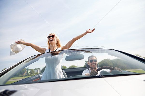 Felice uomo donna guida cabriolet auto Foto d'archivio © dolgachov