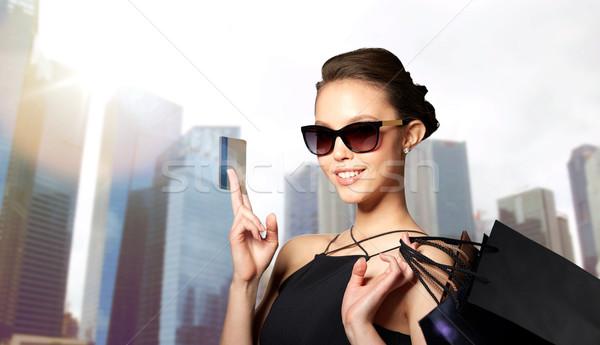 Feliz mulher cartão de crédito venda Foto stock © dolgachov