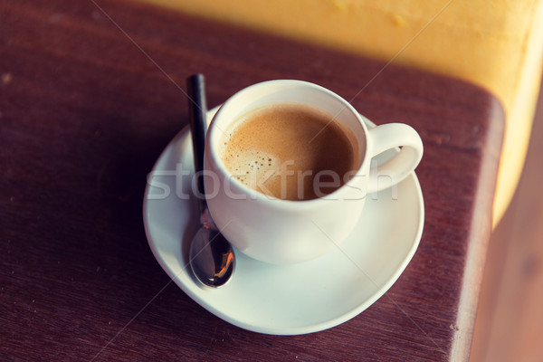 Kubek kawa czarna łyżka spodek tabeli napojów Zdjęcia stock © dolgachov