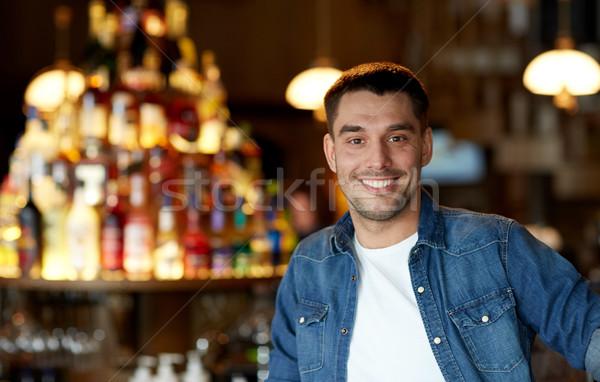 счастливым улыбаясь молодым человеком Бар Паб люди Сток-фото © dolgachov