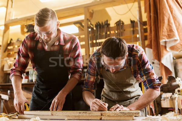 Souverain bois planche atelier profession menuiserie Photo stock © dolgachov