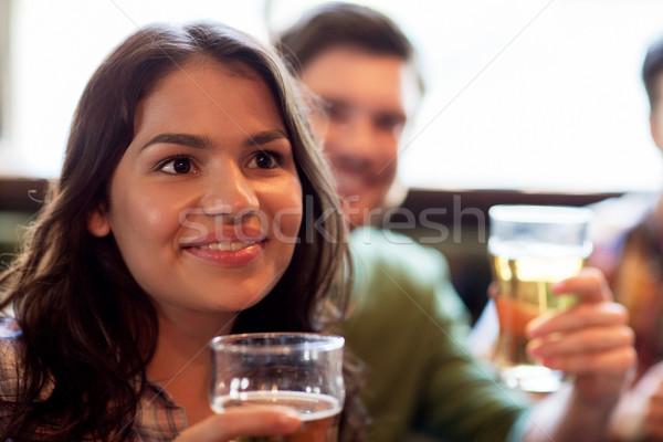 Heureux femme amis potable bière pub Photo stock © dolgachov