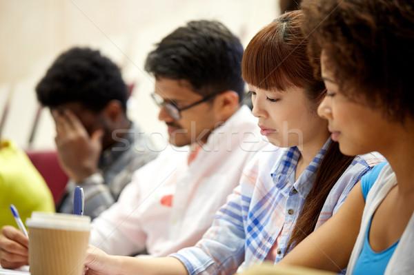 Gruppe internationalen Studenten schriftlich Vortrag Bildung Stock foto © dolgachov