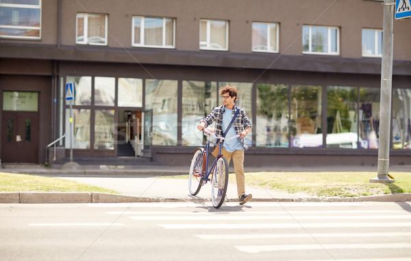 молодым человеком зафиксировано Gear велосипед люди Сток-фото © dolgachov