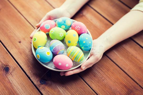 Mujer manos huevos de Pascua Pascua Foto stock © dolgachov