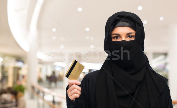 Musulmans femme hijab carte de crédit blanche Photo stock © dolgachov