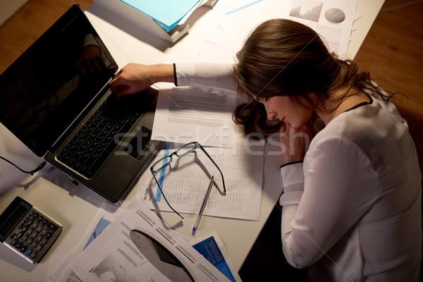 Сток-фото: устал · женщину · спальный · служба · таблице · ночь