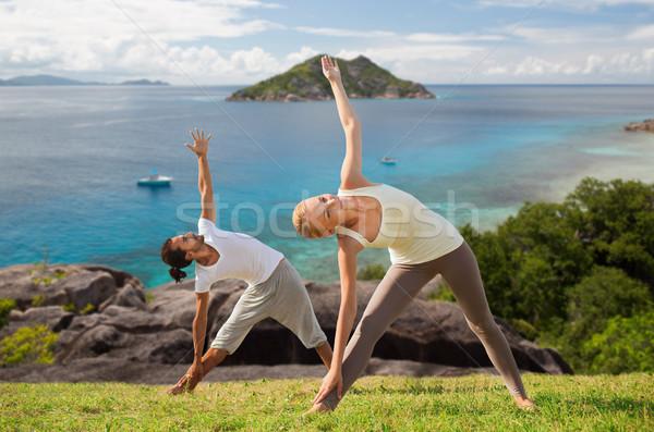 Szczęśliwy para jogi odkryty fitness sportu Zdjęcia stock © dolgachov