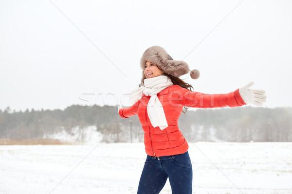 Szczęśliwy kobieta zimą futra hat Zdjęcia stock © dolgachov