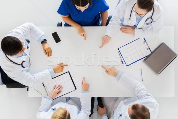 Groupe médecins travail table médecine santé Photo stock © dolgachov