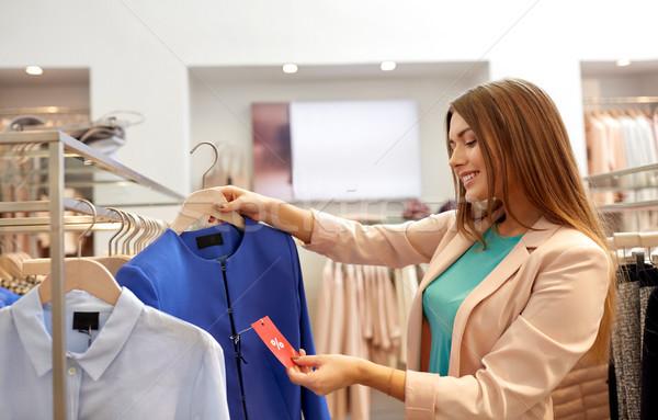 ストックフォト: 幸せ · 女性 · 服 · 服 · ストア