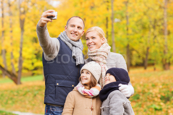 Stockfoto: Gelukkig · gezin · camera · najaar · park · familie · jeugd
