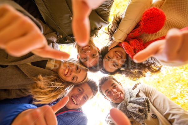 Grupo sonriendo hombres mujeres otono parque Foto stock © dolgachov