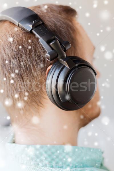 Stok fotoğraf: Adam · kulaklık · ev · teknoloji · müzik
