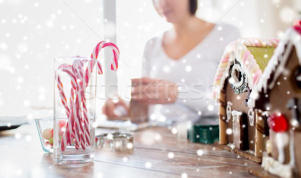 Vrouw peperkoek huizen koken Stockfoto © dolgachov