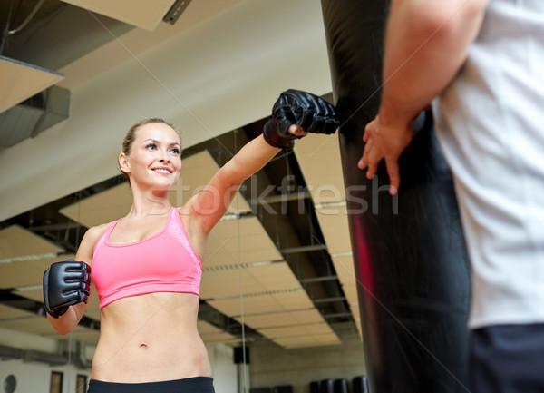 Mujer sonriente entrenador personal boxeo gimnasio deporte fitness Foto stock © dolgachov