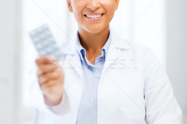 Orvos hólyag tabletták egészségügy orvosi afrikai Stock fotó © dolgachov
