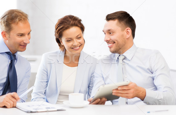 Stock fotó: üzleti · csapat · szórakozás · táblagép · iroda · boldog · megbeszélés