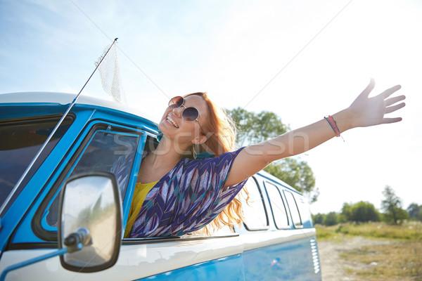 Sorridente jovem hippie mulher condução Foto stock © dolgachov