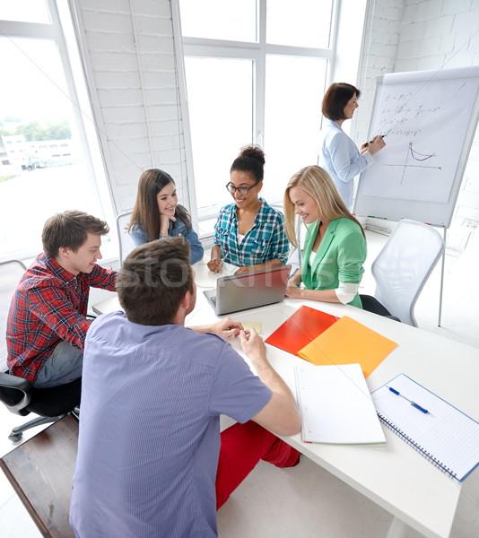 Gruppo felice liceo studenti cartella di lavoro istruzione Foto d'archivio © dolgachov