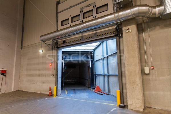 Stockfoto: Magazijn · deur · poort · vrachtwagen · container · opslag