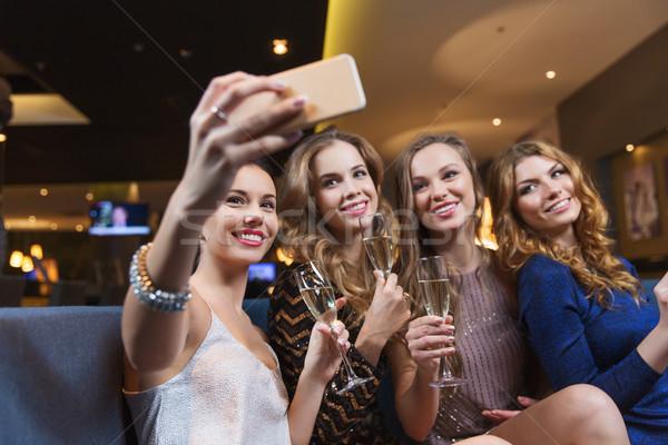 Foto stock: Mujeres · champán · toma · club · nocturno · celebración · amigos