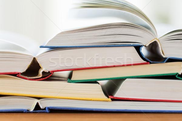Boeken houten tafel onderwijs school literatuur Stockfoto © dolgachov