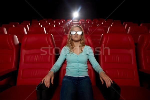 Jeune femme regarder film 3D théâtre cinéma Photo stock © dolgachov