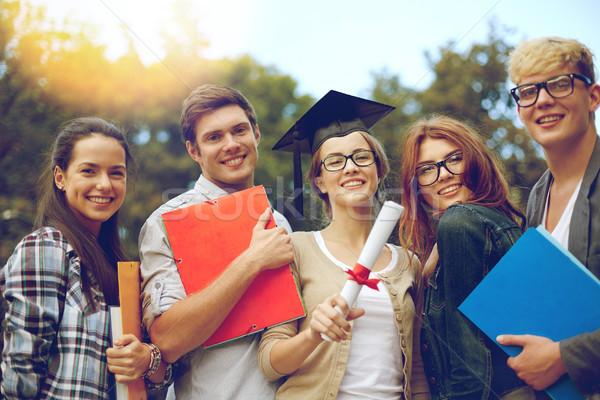 Grupo sonriendo estudiantes diploma carpetas educación Foto stock © dolgachov