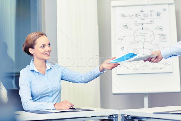 деловая женщина документы кто-то служба деловые люди Сток-фото © dolgachov