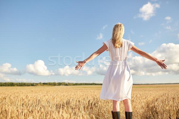 Felice abito bianco cereali campo paese Foto d'archivio © dolgachov