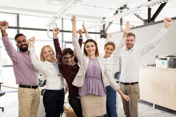 Gelukkig business team vieren overwinning kantoor business Stockfoto © dolgachov