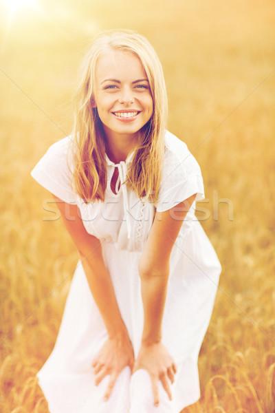 Souriant jeune femme robe blanche céréales domaine pays Photo stock © dolgachov