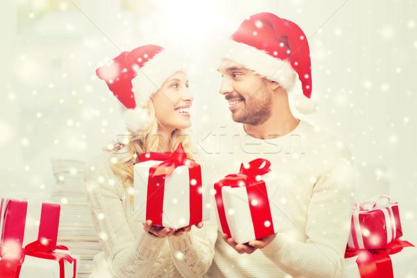 Szczęśliwy para domu christmas prezenty wakacje Zdjęcia stock © dolgachov
