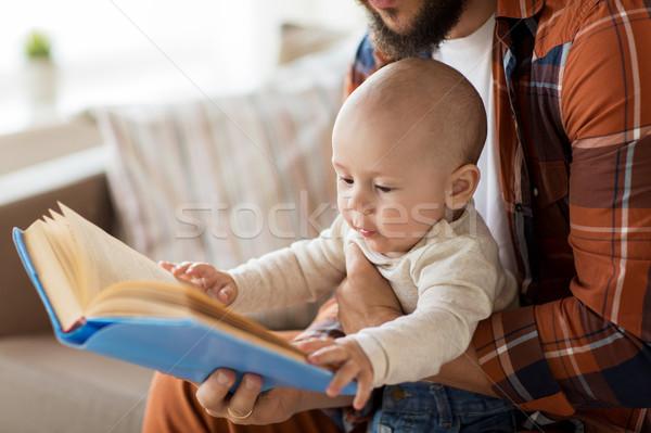 Stockfoto: Gelukkig · vader · weinig · baby · jongen · boek