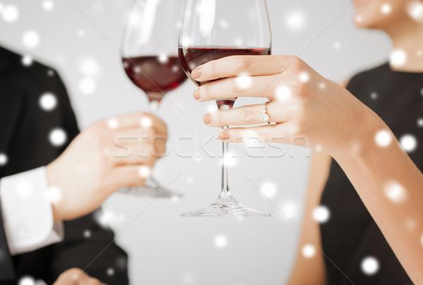 Engagé couple verres à vin amour Romance vacances Photo stock © dolgachov