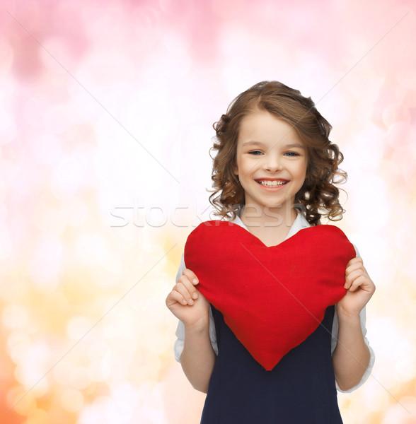 Güzel kız büyük kalp sevmek çocuklar mutluluk Stok fotoğraf © dolgachov