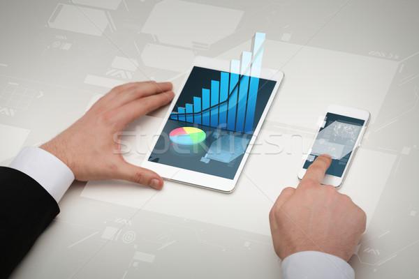 Stock fotó: üzletember · dolgozik · asztal · pc · okostelefon · üzlet